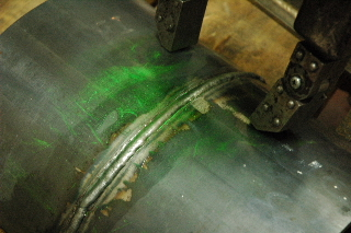 配管の磁粉探傷試験